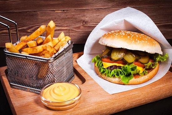 Бургер меню с курицей и картошкой фри